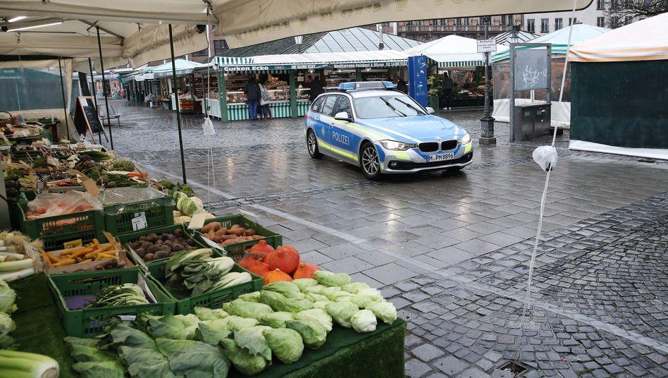 Viktualienmarkt in München: Polizei kontrolliert Ausgangsbeschränkungen