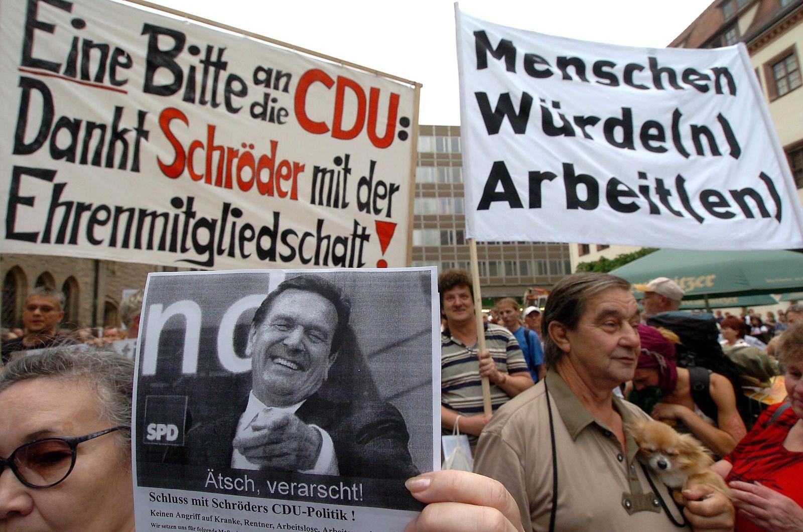 Montagsdemonstration in Leipzig Gerhard Schröder