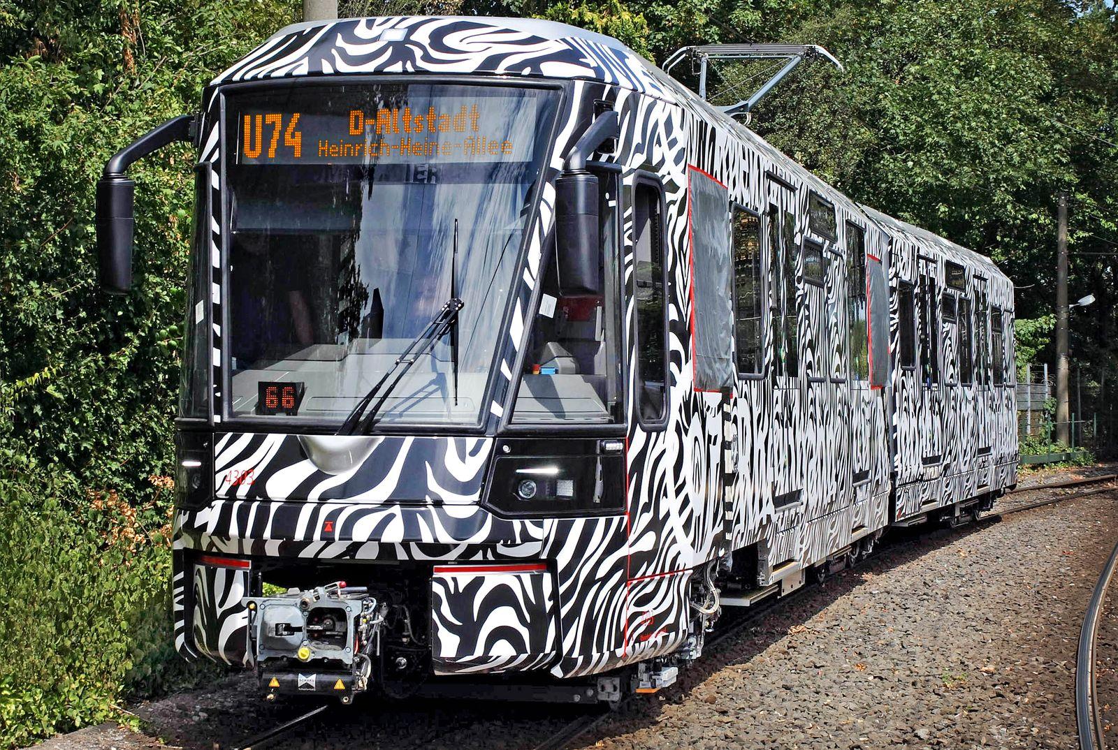 Rheinbahn-Prototyp zu breit für Duisburger Haltestelle