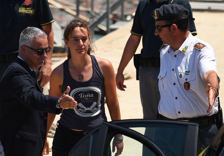 """""""Sea-Watch""""-Kapitänin Carola Rackete: Laut Salvini eine """"deutsche Kommunistin"""""""