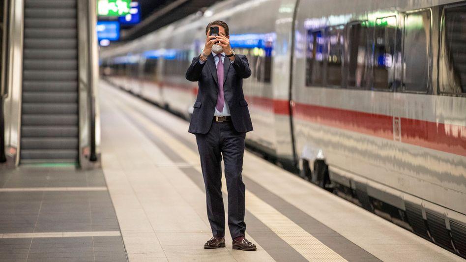 Verkehrsminister Andreas Scheuer (CSU): 3G höchstens auf dem Handy zum Verschicken von Selfies
