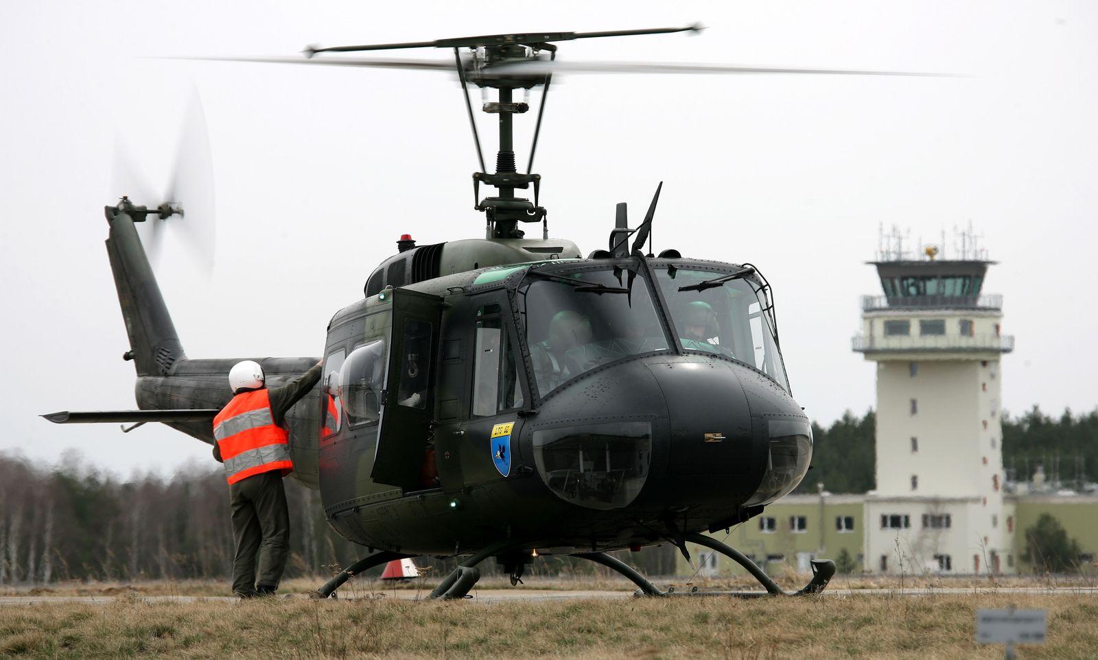 Hubschrauber Bell UH-1D / Luftwaffenstützpunkt Holzdorf