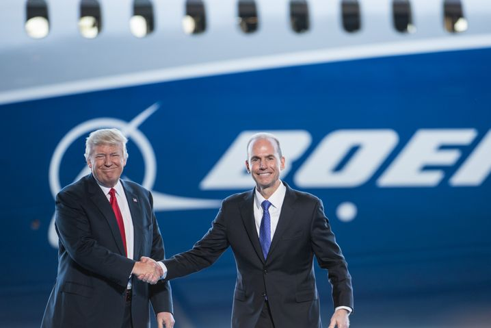 Boeing CEO Dennis Muilenburg together with President Donald Trump at the debut event of the new Boeing 787-10 aircraft in 2017.