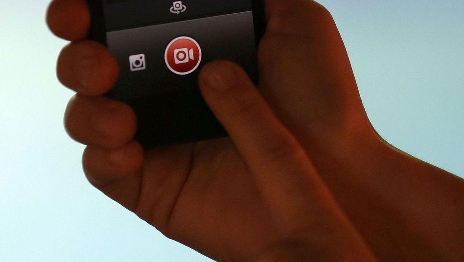 Instagram-App auf Smartphone: Mehr als 70 Millionen geteilte Fotos und Videos pro Tag