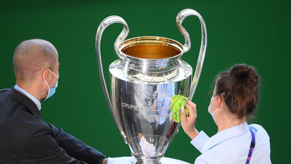 Um diesen Pokal soll es in Istanbul gehen