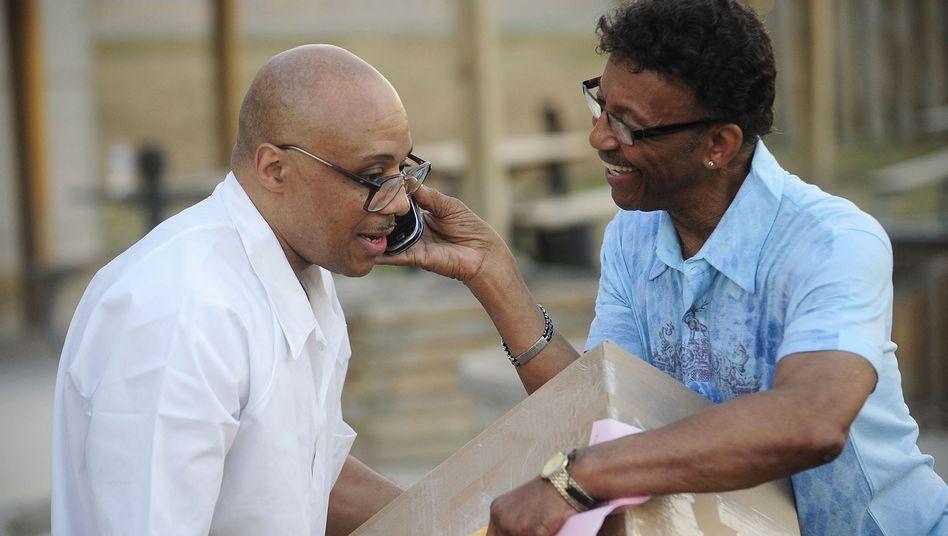 Andre Davis (l.) mit seinem Vater Richard Davis: Mehr als ein halbes Leben hinter Gittern