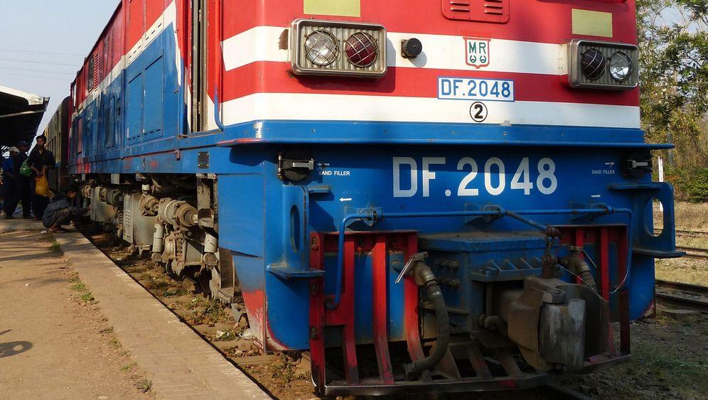 Burma: Per Zug durchs Shan-Hochland