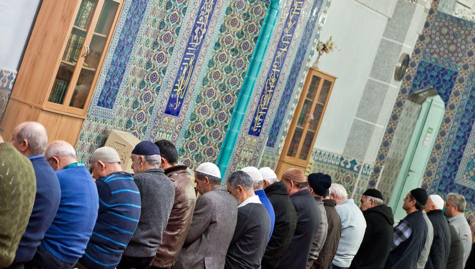 Muslime beim Nachmittagsgebet in Nürnberg (Archiv)