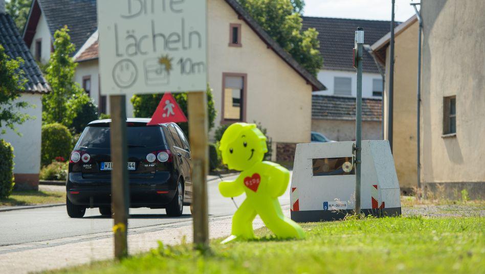 Blitzerattrappe in Oberöfflingen (Rheinland-Pfalz): Härte gegenüber Rasern nur angetäuscht?