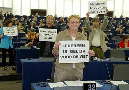Protest gegen Berlusconi im EU-Parlament