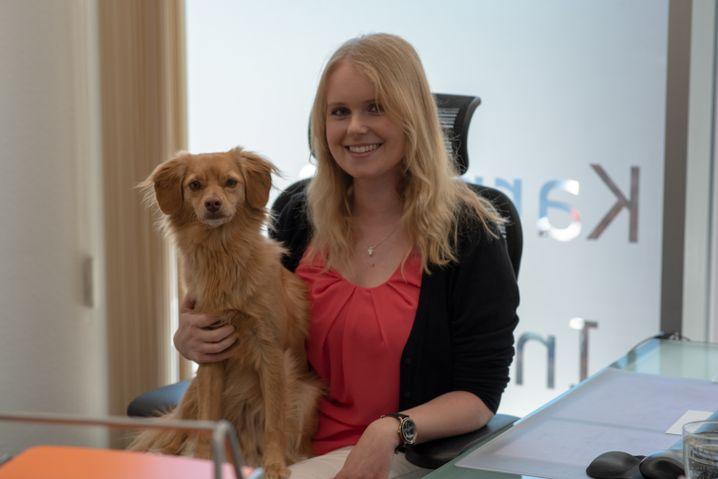 Staffnet-Mitarbeiterin Annett Wohlers mit Hund Shelby