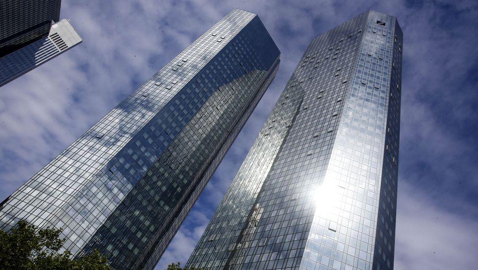 Zentrale der Deutschen Bank in Frankfurt: Potentielles Bußgeld von 100.000 Euro
