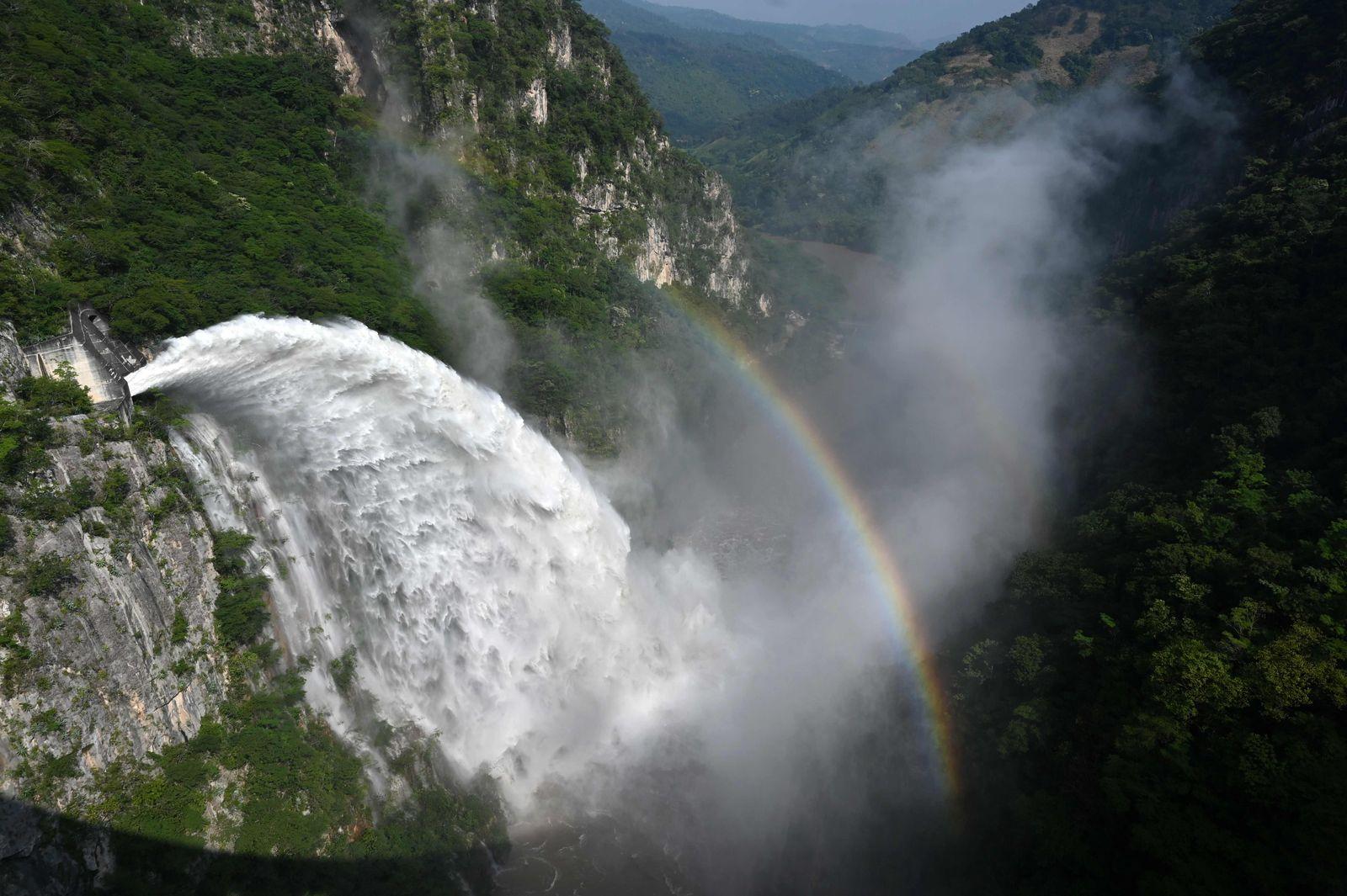TOPSHOT-HONDURAS-WEATHER-TROPICAL STORM-IOTA-DAM