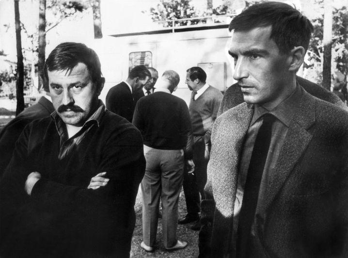Günter Grass (l., mit Dieter Wellershoff) beim Treffen der Gruppe 47 im Jahr 1964