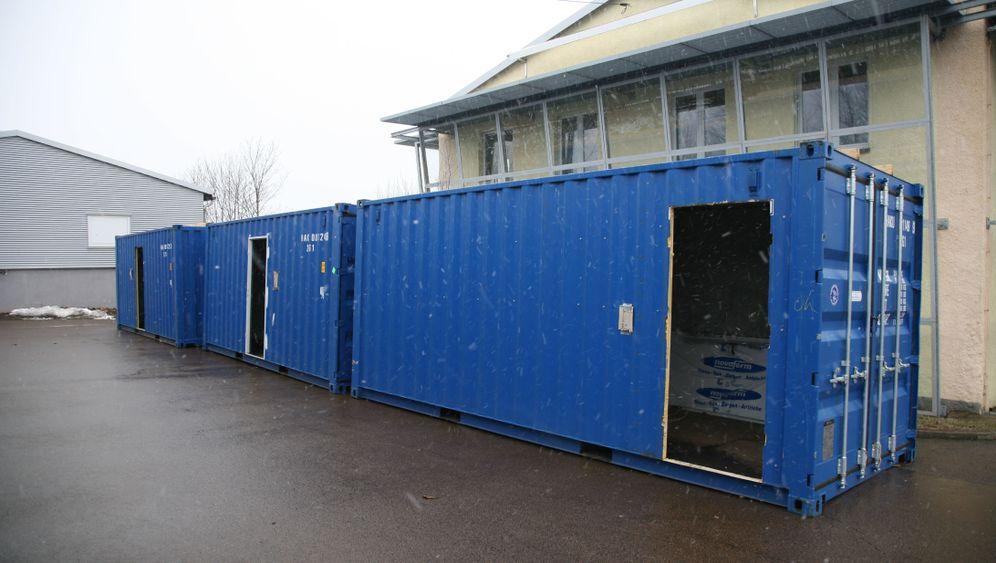 Flüchtlinge als Geschäft: Clausnitz als Container-Lieferant