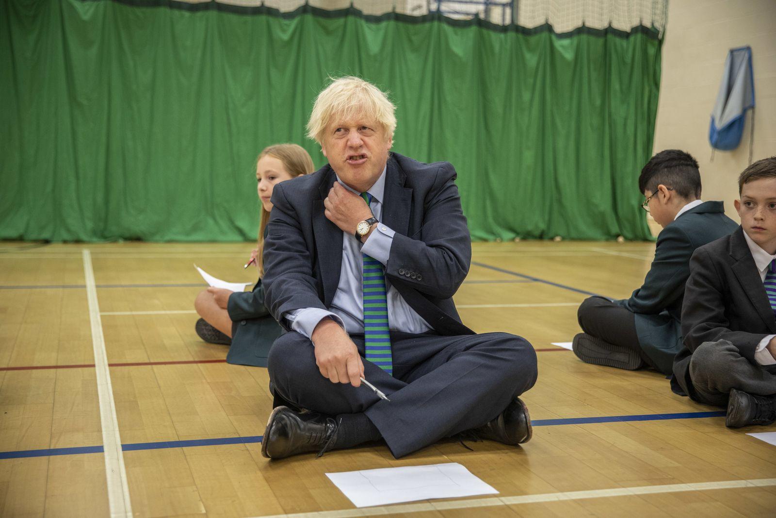 Premierminister Johnson besucht Schule