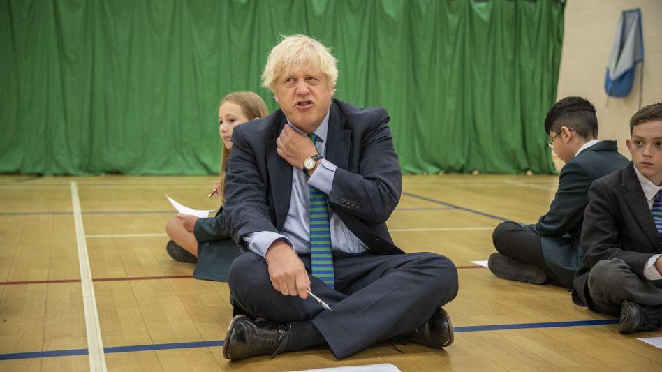 Boris Johnson bei einer Veranstaltung mit Siebtklässlern