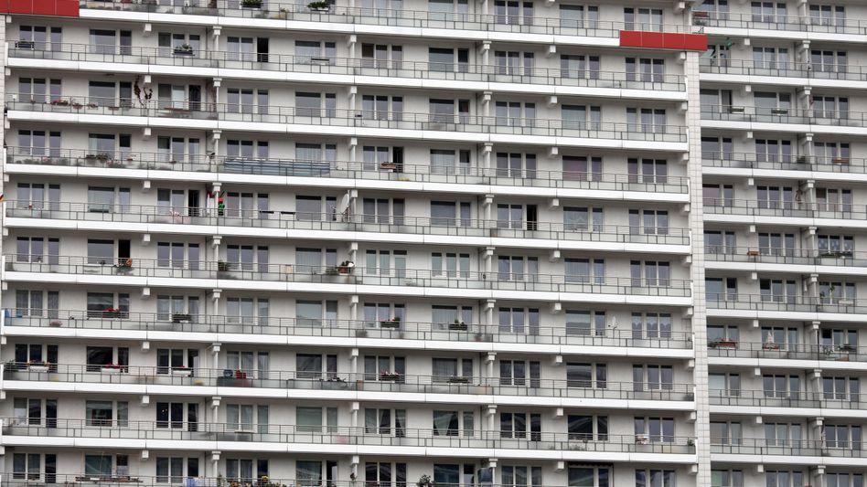 Hochhaus in Berlin: Bis 2017 werden mehr als 800.000 günstige Wohnungen fehlen