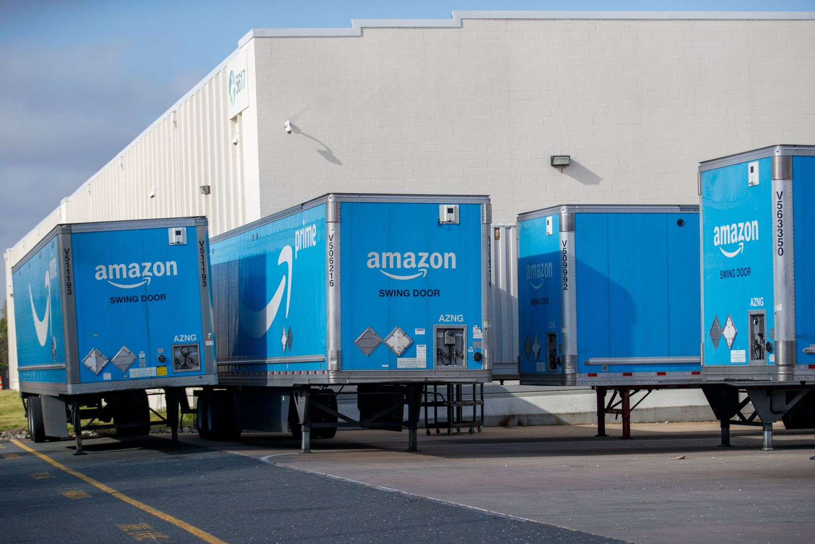 Amazon hiring 100,000 new warehouse and delivery workers to help the company fill orders as Americans stay at home during the COVID-19 coronavirus pandemic., Springfield, USA - 30 Mar 2020