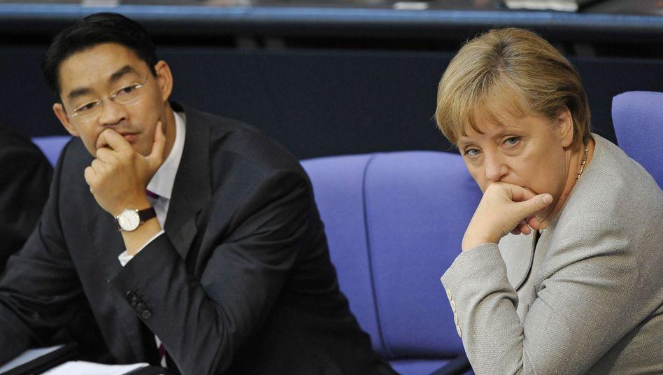 Wirtschaftsminister Rösler, Kanzlerin Merkel: Viele Abweichler in den eigenen Reihen