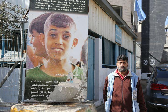 Plakat und Vater von Aboud
