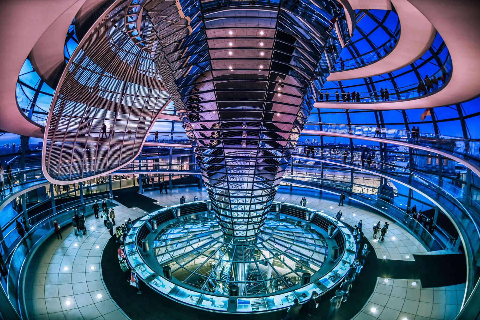 EINMALIGE VERWENDUNG Innenansicht/ Glaskuppel/ Reichstag/ Bundestag