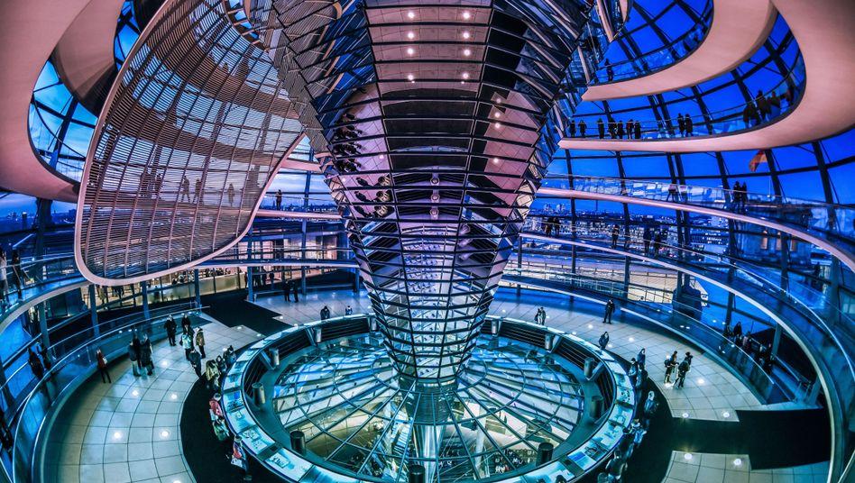 Blick in die Reichstagskuppel: Nur knapp die Hälfte der Bürger sind zufrieden mit dem Funktionieren der Demokratie
