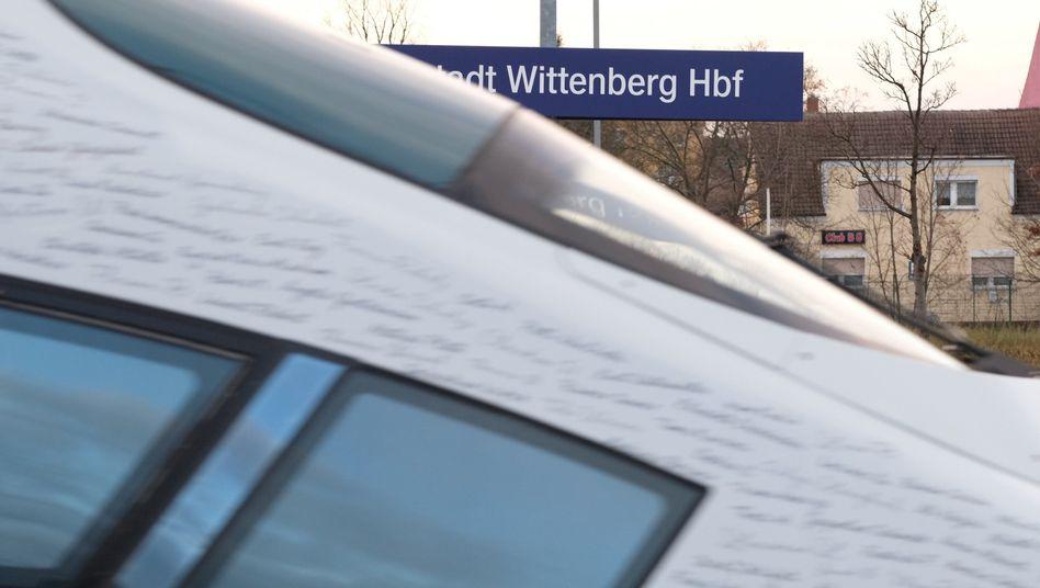 ICE am Bahnhof Wittenberg