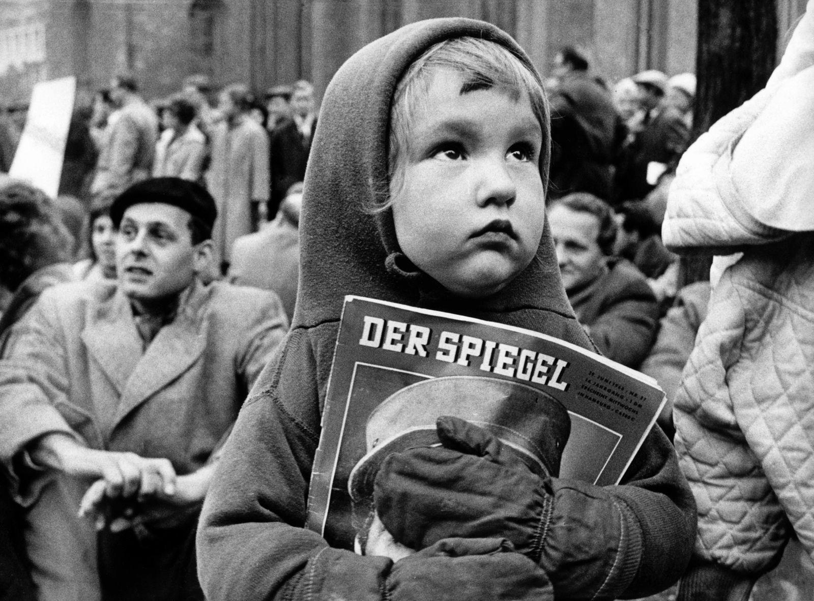"""EINMALIGE VERWENDUNG Studentendemonstration gegen """"Spiegel"""" - Aktion"""