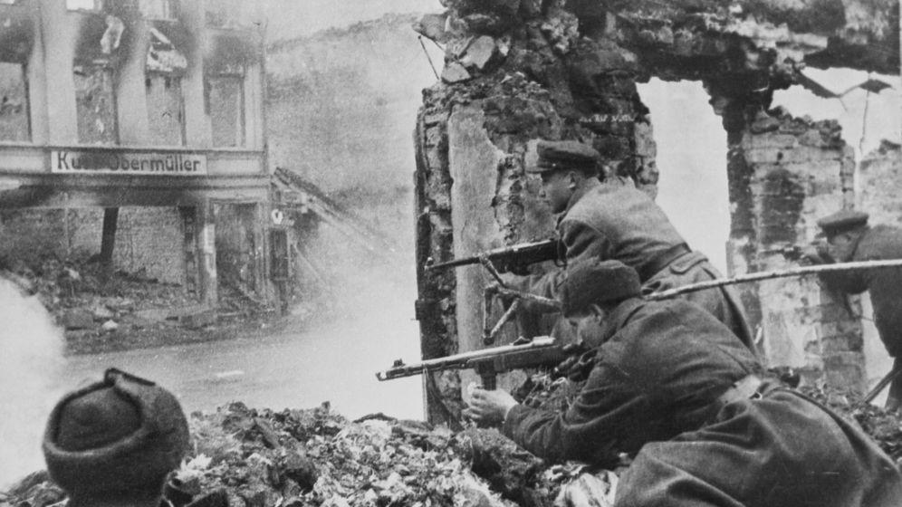 Luftangriffe auf Königsberg: Funkenschwärme und Alarmsirenen
