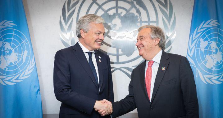 Uno-Generalsekretär António Guterres (rechts) begrüßt den belgischen Außenminister Didier Reynders
