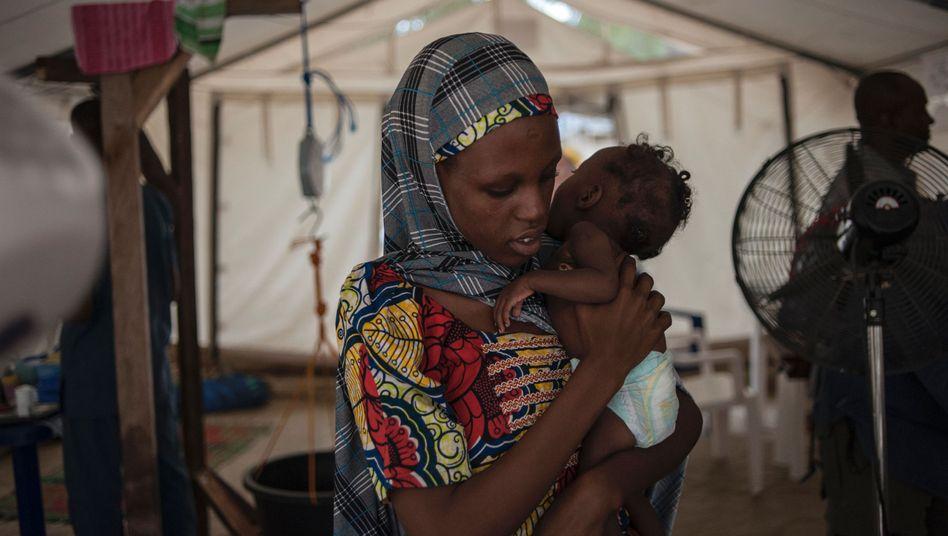 Mutter mit Baby in Maiduguri (Archivbild)
