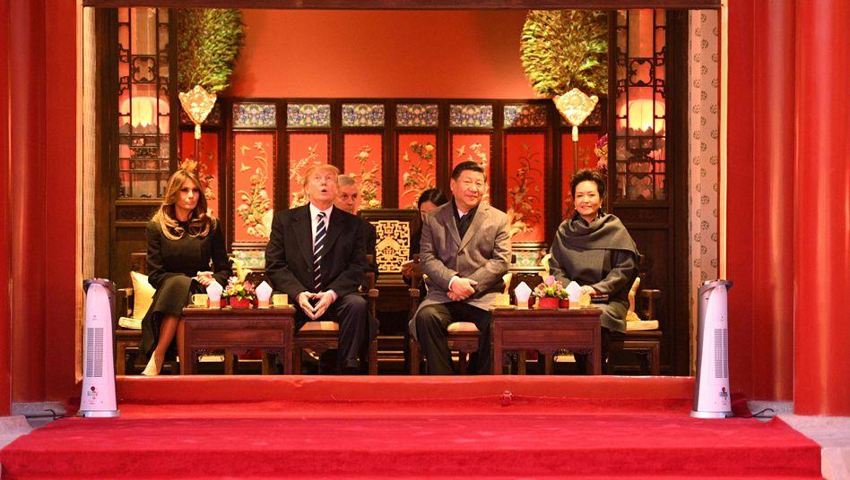 """Präsident Trump, Xi mit Ehefrauen am 8. November in Peking: Der """"Führer der freien Welt"""" ist auf Abschiedstour"""