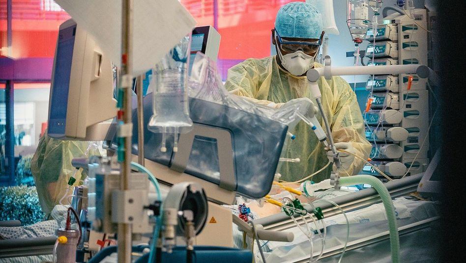Krankenzimmer auf der Intensivstation 18 im Uniklinikum Aachen