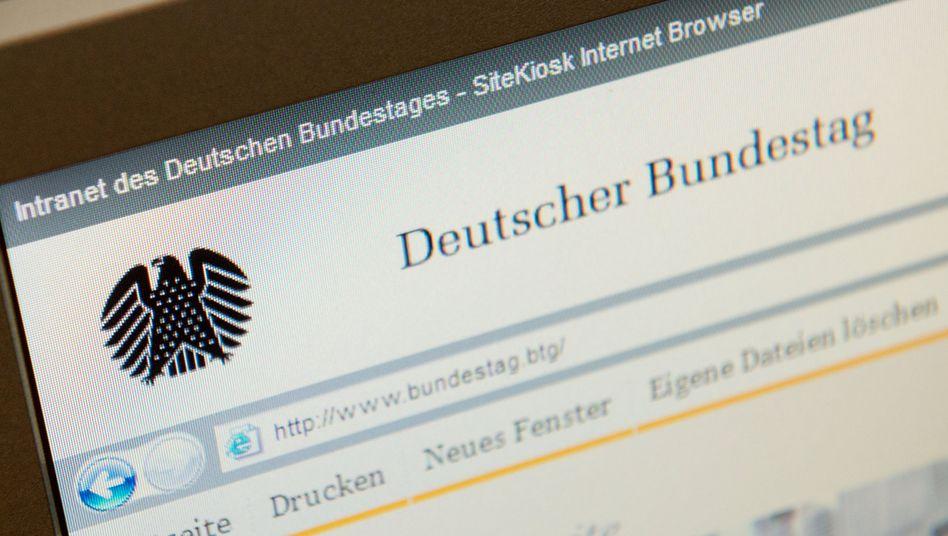 Internetseite des Bundestags (Archivbild): »Störung der verlangsamten E-Mails gemeinsam mit dem Hersteller der Software beseitigt«