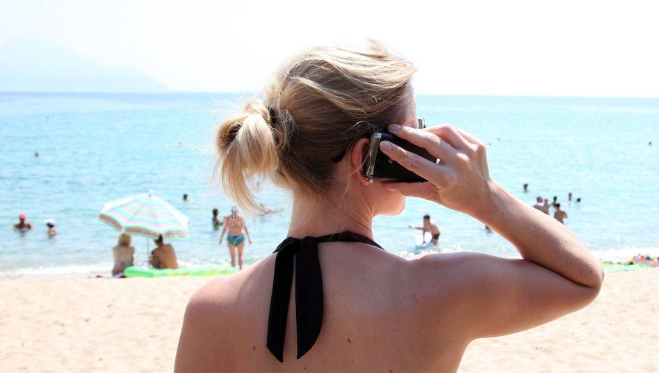 Strandurlaub: Einige Smartphone-Apps kann man offline nutzen oder drosseln
