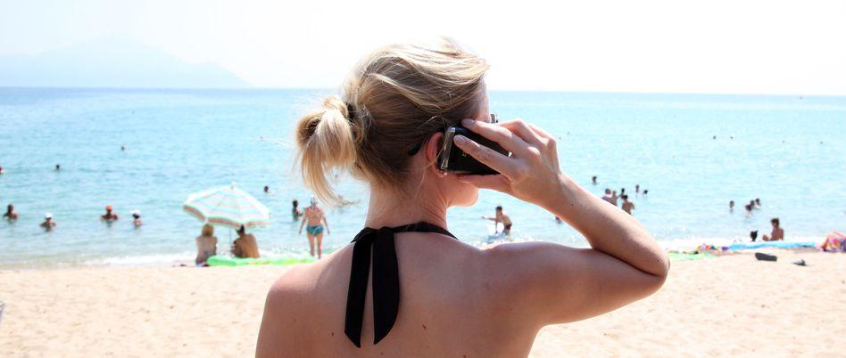 Sommerurlaub mit Handy: EU-Kommissarin will Roaming-Gebühren verbieten