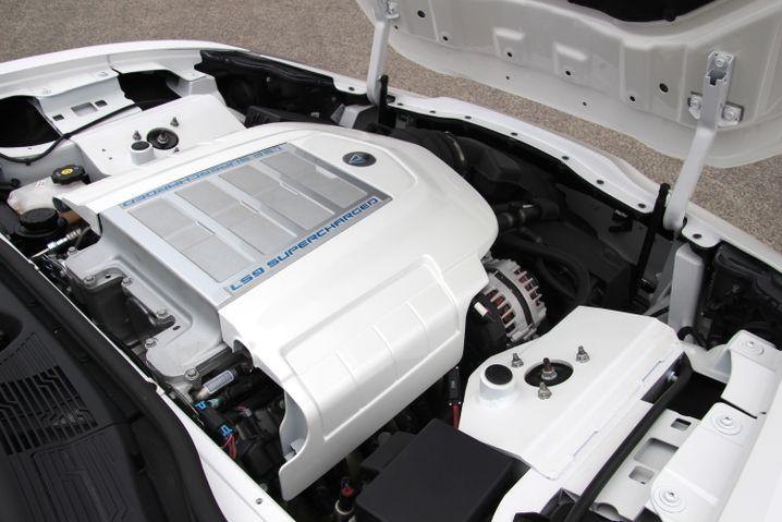 Hier saß früher mal ein alternativer Antrieb, jetzt bollert dort ein V8-Motor