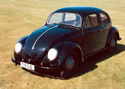Die typische Käfer-Form entsteht: 1938 weist die Serie 38 erstmals das charakteristische Brezelfenster, Trittbretter und Stoßstangen auf