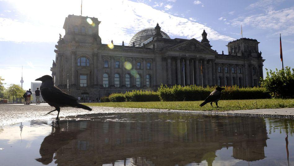 Reichstagsgebäude in Berlin: Für Verbraucher ändert sich 2013 vieles