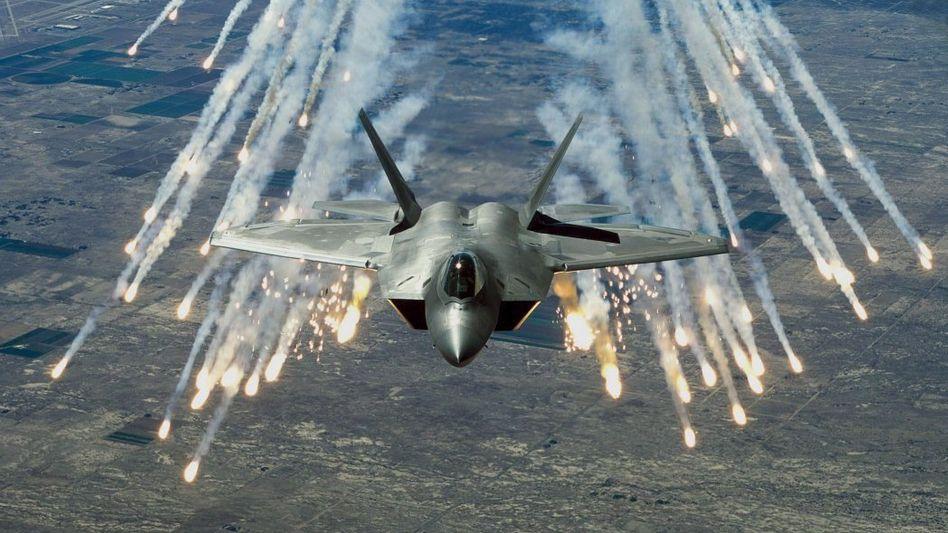 Amerikanisches F-22-Kampfflugzeug: Im Ukraine-Konflikt erwägt die Nato einen Einsatz nahe der russischen Grenze