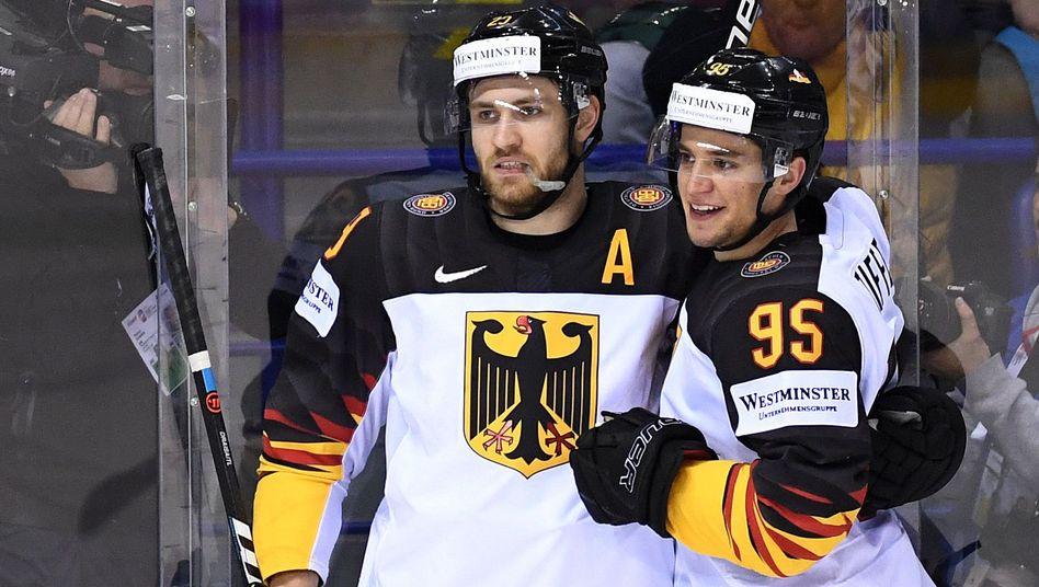 Leon Draisaitl und Frederik Tiffels wollen im Viertelfinale Russland aus dem Weg gehen.
