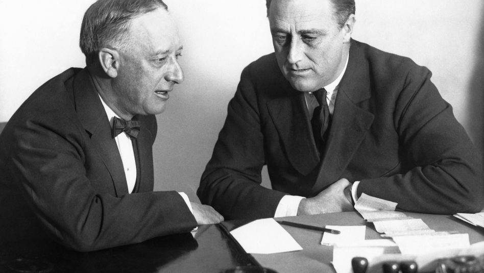 Franklin D. Roosevelt (rechts) mit Gouverneur Al Smith 1924 in New York