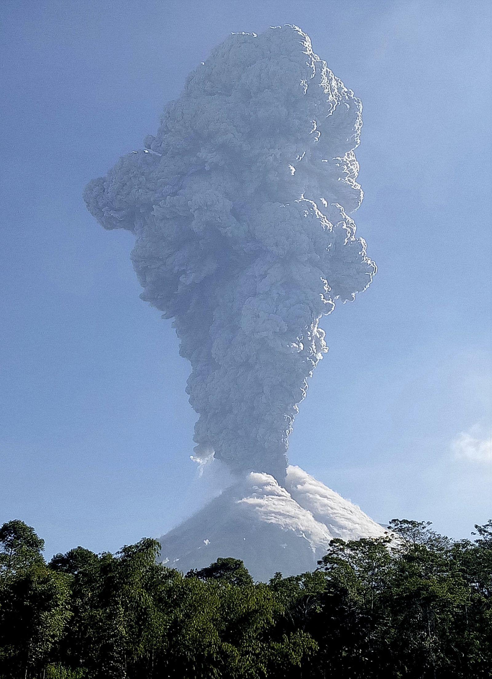 Indonesien / Vulkan Merapi