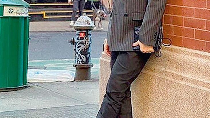Heute Im März postete der US-Modedesigner Marc Jacobs dieses Bild von sich mit der Urban Air Mask von Airinum - die ursprünglich vor allem Schmutz und nicht Viren filtern sollte