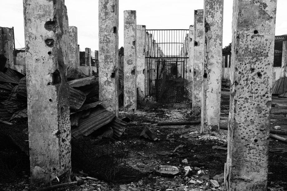 Ausgebrannte Gebäudereste auf dem Gefängnisgelände - die Haftanstalt wurde 1914 von der britischen Kolonialverwaltung für rund 300 Häftlinge gebaut