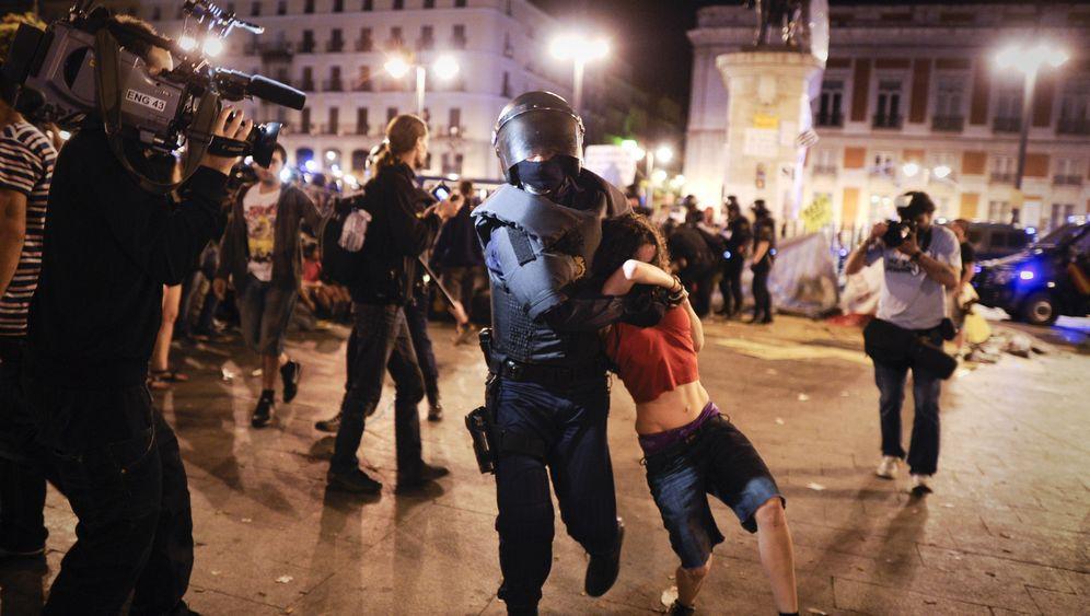 """Demos in Spanien: Polizei gegen """"Empörte"""""""