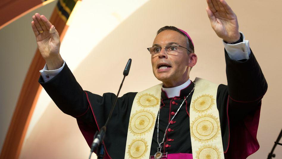 Franz-Peter Tebartz-van Elst (Archivbild): Bruder nimmt den Limburger Bischof in Schutz