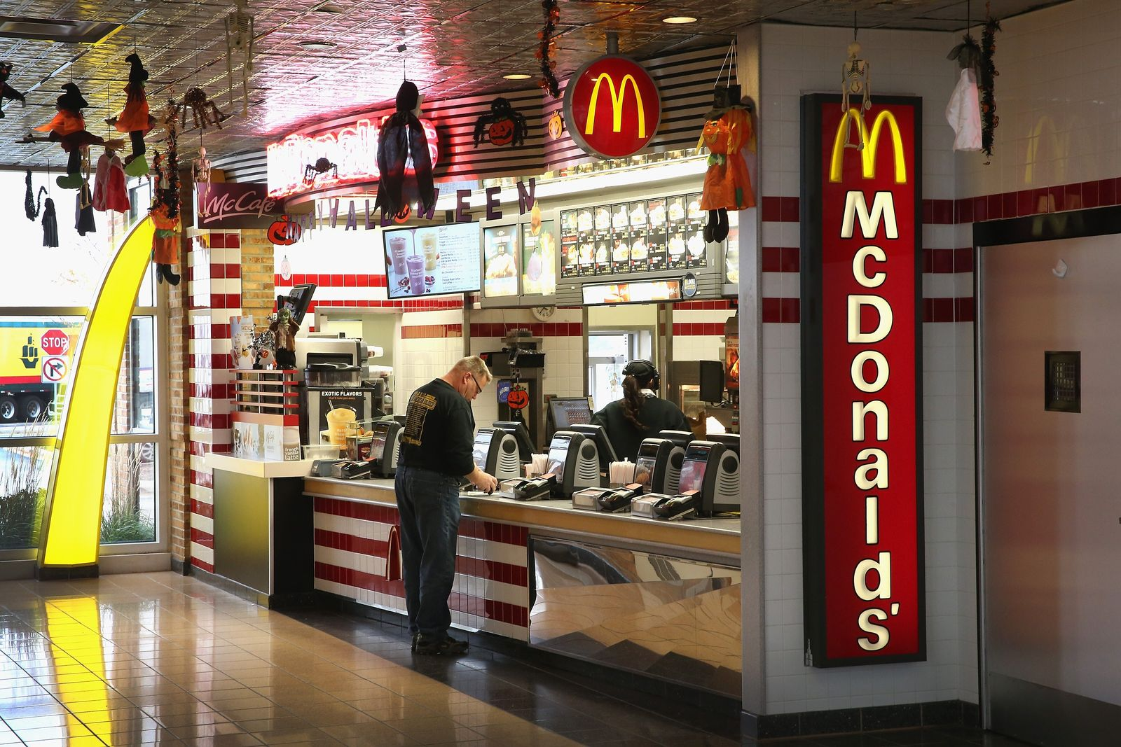 US-MCDONALDS-TO-ALTER-DOLLAR-MENU-WITH-HIGHER-PRICED-ITEMS