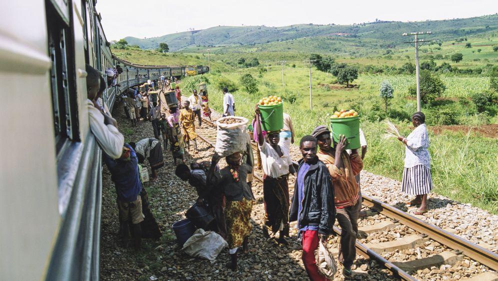 Tansania per Zug: Hupend durch die Nacht